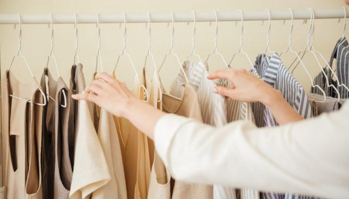 close-up-clothes-hanging-rack_Easy-Resize.com